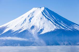 冬の富士山と雲海の写真素材 [FYI03850736]