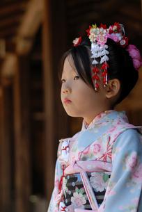 着物を着た女の子の写真素材 [FYI03850975]