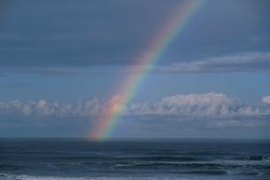 海にかかる虹 ワシントン州 アメリカの写真素材 [FYI03851554]