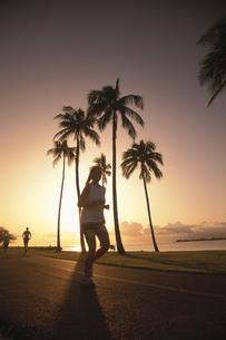 ジョギングする人の写真素材 [FYI03852005]