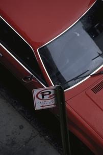 駐車する車の写真素材 [FYI03852130]