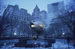 9月11日のメモリアルのモニュメント(青) ニューヨークの写真素材 [FYI03852467]