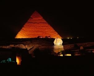 ピラミッド・音と光のショー   ギザ エジプトの写真素材 [FYI03852878]