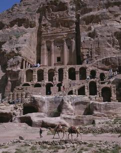 ペトラ遺跡 王家の墓  ヨルダンの写真素材 [FYI03852886]