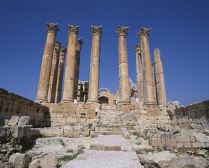 ジェラシュ遺跡 アルテミス神殿門  ヨルダンの写真素材 [FYI03852889]