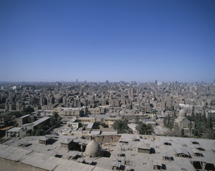 カイロ市街とギザの三大ピラミッド展望 エジプトの写真素材 [FYI03852898]