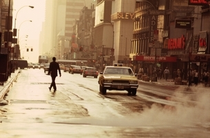 雨上りの夕暮れのストリート ニューヨーク アメリカの写真素材 [FYI03853347]