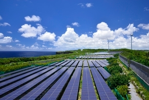 太陽光発電設備の写真素材 [FYI03853583]