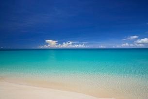 白砂の海岸の写真素材 [FYI03853591]