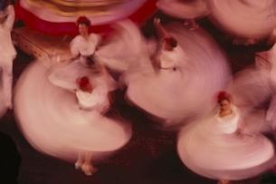 国立芸術院民族舞踊を踊る女性たち メキシコシティ メキシコの写真素材 [FYI03854021]