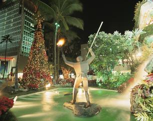 クリスマスイルミネーション ワイキキ ハワイの写真素材 [FYI03854082]