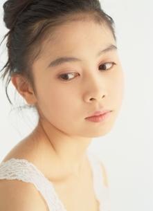 タンクトップの日本人女性の写真素材 [FYI03854114]