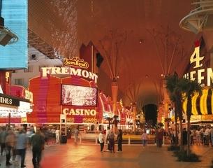 フレモントストリートの夜景 ラスベガス アメリカの写真素材 [FYI03854337]