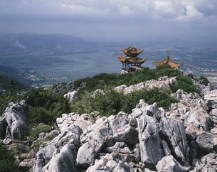 風景展望  西山龍門 昆明 中国の写真素材 [FYI03854657]