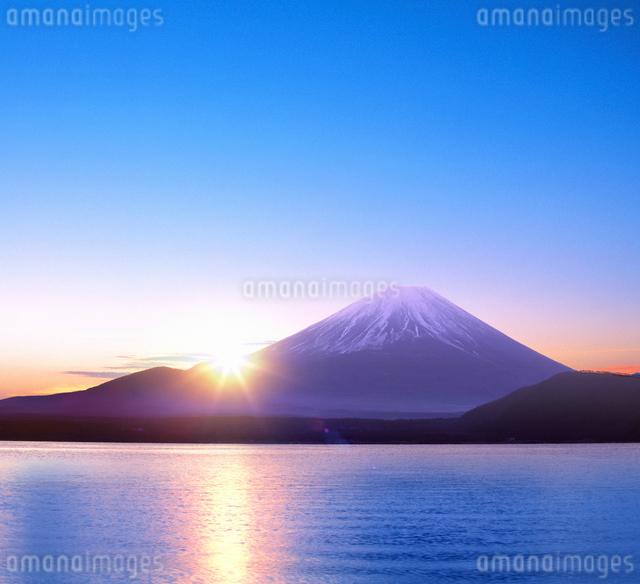 富士山と朝日の写真素材 [FYI03855112]