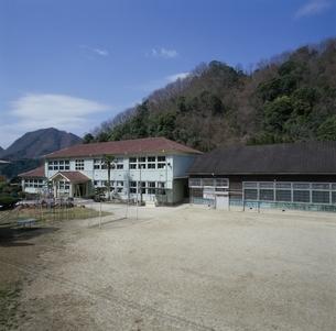 東谷小学校の木造校舎 本耶馬渓町 大分県の写真素材 [FYI03855563]