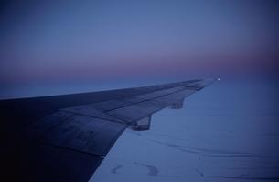 氷河と翼の写真素材 [FYI03855762]