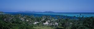 展望台から見たマナ島の海    フィジーの写真素材 [FYI03856864]