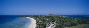 展望台から見たノースビーチ    マナ島 フィジーの写真素材 [FYI03856866]