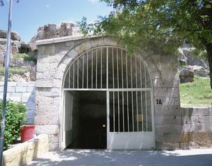 カイマクル地下都市入口  カッパドキア トルコの写真素材 [FYI03856916]