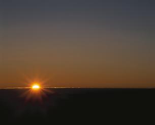 日の出 北穂高岳 長野県の写真素材 [FYI03857504]