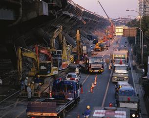 阪神大震災被災地の阪神高速の写真素材 [FYI03857960]