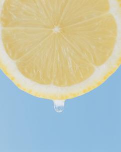 レモンとしずくの写真素材 [FYI03858808]