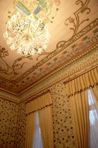 王宮のシャンデリアの写真素材 [FYI03858976]