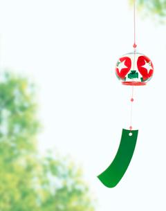 風鈴と緑の写真素材 [FYI03859176]