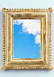 フレームにうつる青空の写真素材 [FYI03859536]