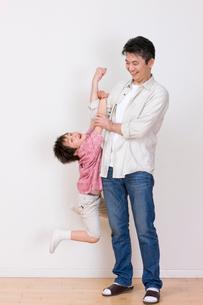 父と男の子の写真素材 [FYI03859616]