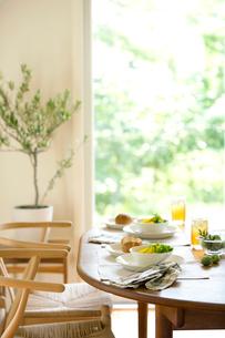 朝食のテーブルの写真素材 [FYI03859682]