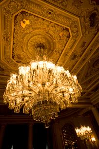 ドルマバフチェ宮殿のシャンデリアの写真素材 [FYI03859765]
