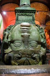 地下宮殿のメドーサの像の写真素材 [FYI03859769]