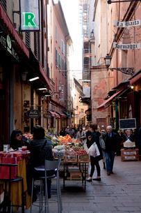 旧市街の食料品店の写真素材 [FYI03860297]