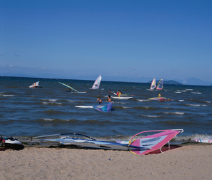 ウィンドサーフィン 琵琶湖の写真素材 [FYI03860519]