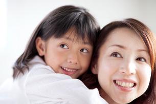 母と娘の写真素材 [FYI03860604]