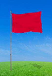 風にそよぐ赤い旗の写真素材 [FYI03860824]