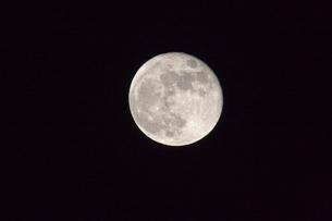 満月の写真素材 [FYI03860880]
