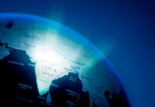 地球儀 光り輝くインドの写真素材 [FYI03860888]