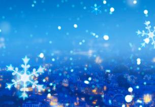 雪降るヨーロッパの街並みの写真素材 [FYI03861027]