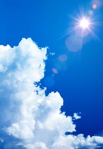 入道雲と太陽と光の写真素材 [FYI03861034]