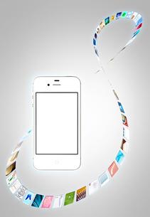 回転するアイコンとスマートフォンの写真素材 [FYI03861091]