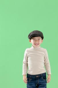 帽子を被った男の子の写真素材 [FYI03861155]