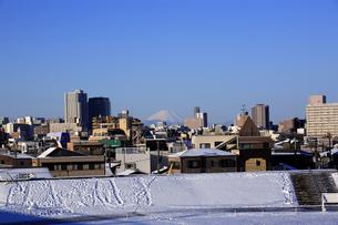 雪の東京から見た富士山の写真素材 [FYI03861232]
