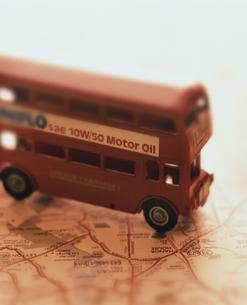地図とバスの写真素材 [FYI03861706]