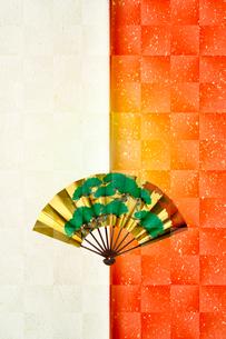 和紙と扇のイラスト素材 [FYI03862215]