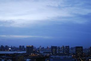 台場と都心の夜景の写真素材 [FYI03862476]