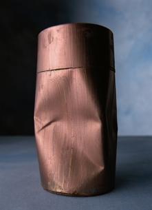 つぶれた円筒の写真素材 [FYI03862517]