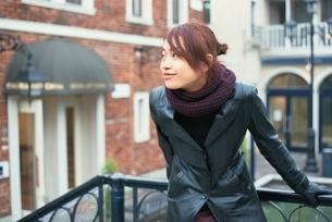 マフラーをした日本人女性の写真素材 [FYI03862629]